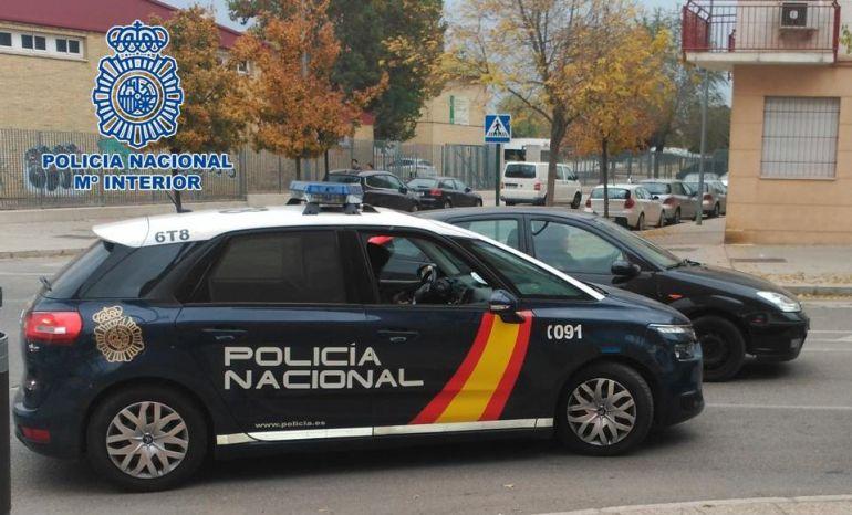 La Policía Nacional detiene a una mujer por tocarse sus partes íntimas delante de una menor