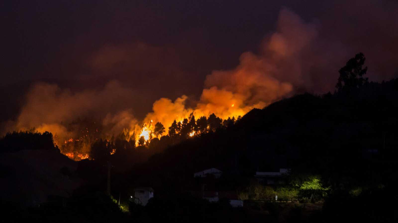 Las llamas del incendio de Gran Canaria comienzan a perder potencia