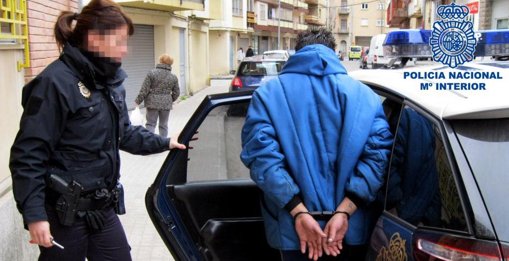 Un joven detenido por tentativa de homicidio al atacar con un cuchillo a su compañero de piso en Valencia