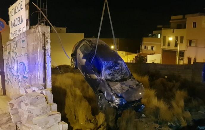 Se empotra contra un muro al huir en una persecución de la Policía en Tenerife