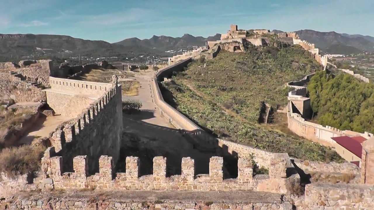 Detenidos dos jóvenes por pintar una muralla del patrimonio histórico de Sagunto