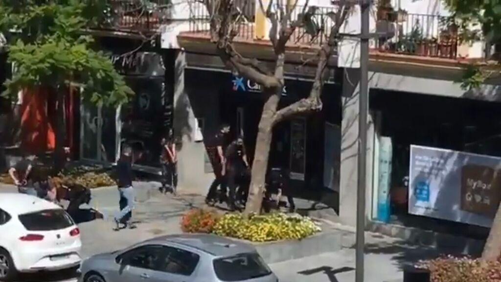 Intervención policial en un atraco con rehenes en un banco de Estepona