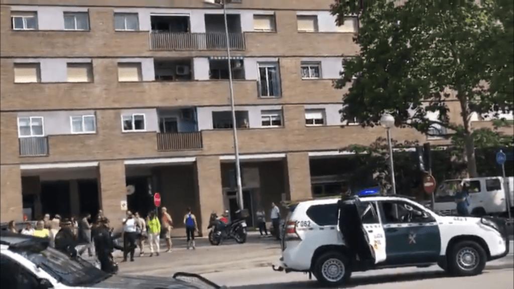 ¡Llevároslos a todos! Vecinos de Sardañola aplauden a la Guardia Civil en la operación contra los CDR
