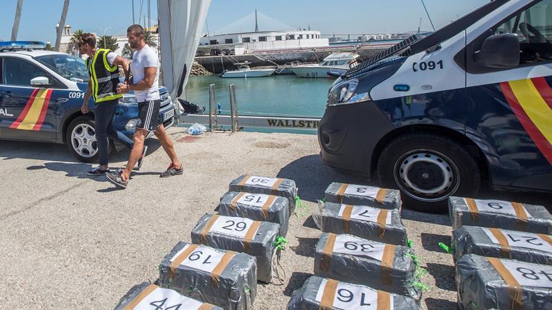 Una embarcación con la matrícula borrada transportaba casi 1.000 kilos de cocaína a bordo