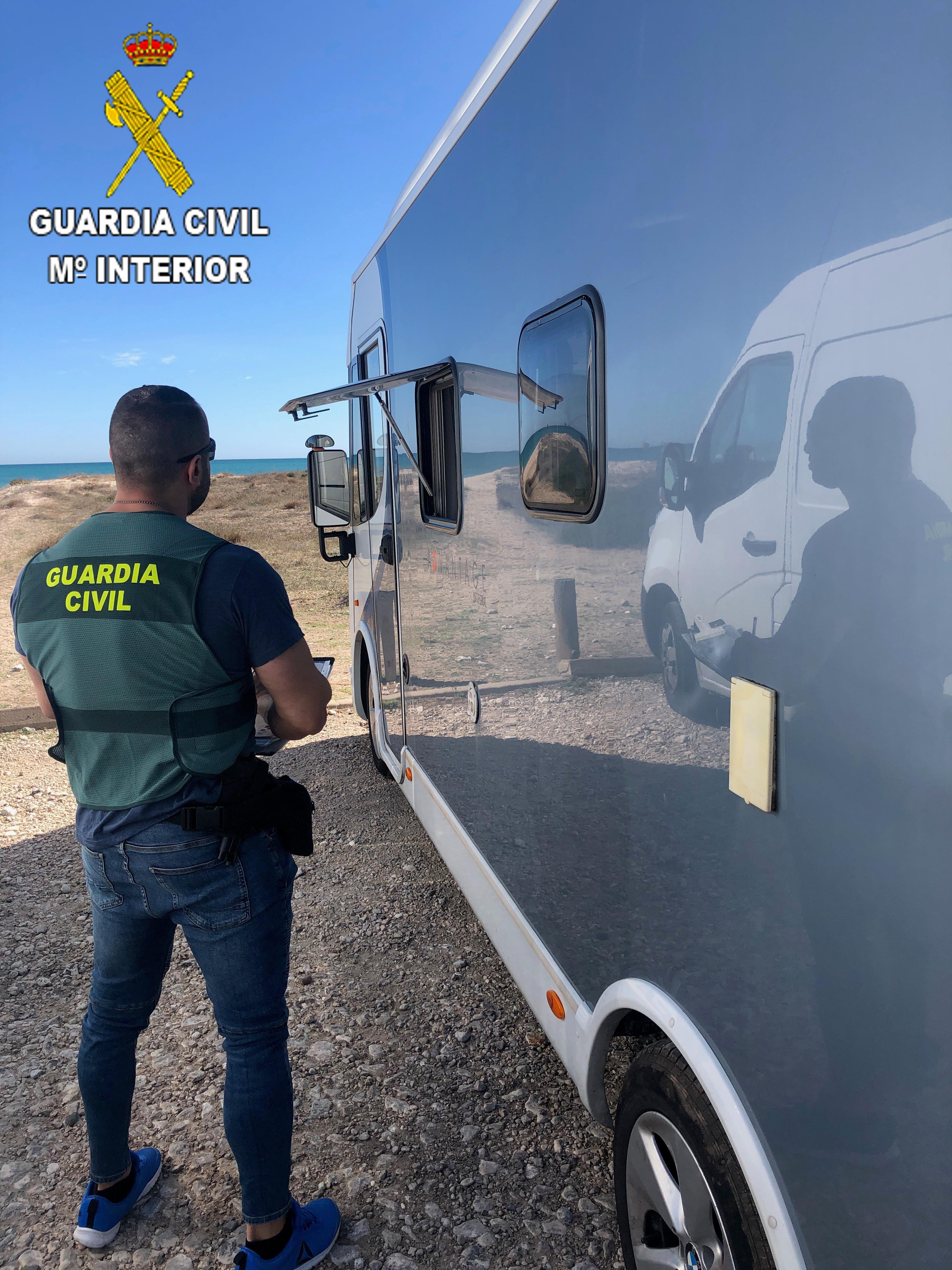 La Guardia Civil detiene a 4 personas implicadas en 21 robos en caravanas con moradores en el Saler