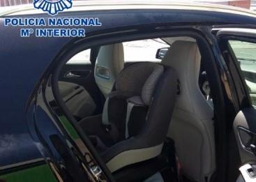 La Policía Nacional rescata a un bebé encerrado en el interior de un coche estacionado al sol en Ávila