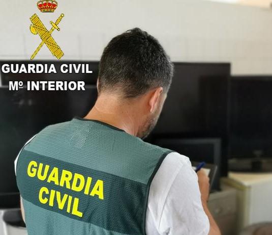 Detenidas tres personas  implicadas en 55 hechos delictivos en una urbanización del término municipal de Xátiva