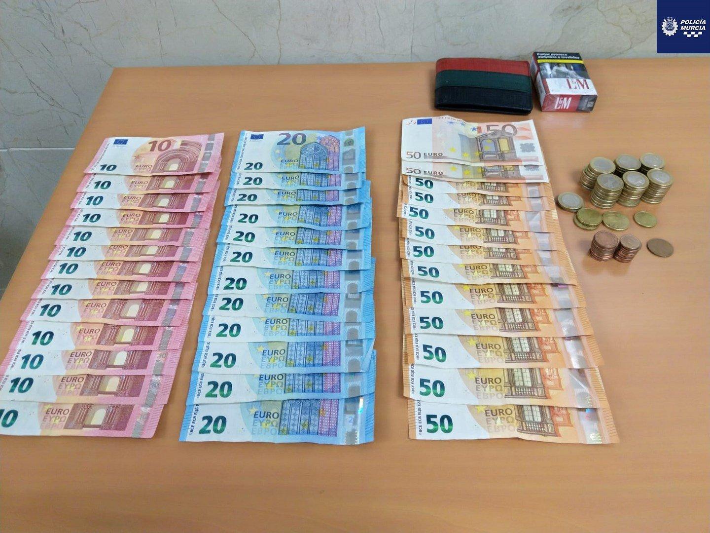 La Policía Local de Murcia sorprende a un individuo tras robar más de 1.000 euros de una caja fuerte