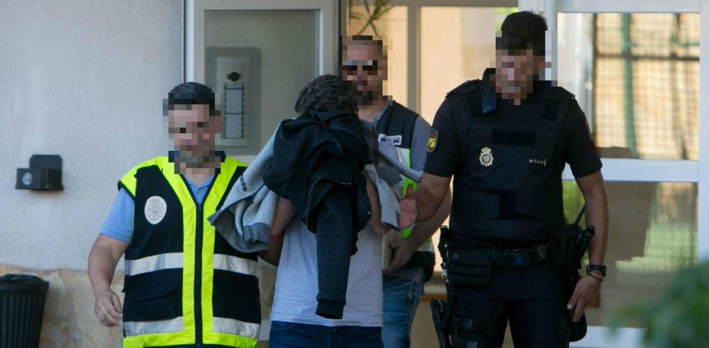 """Detenidas 81 personas e intervenidos más de 2.000.000 de euros en metálico ocultos en una """"habitación del pánico"""""""