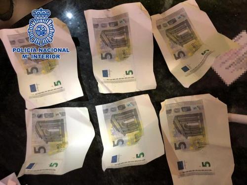 Una imprenta artesanal en una vivienda de Granada para fabricar billetes falsos de cinco euros