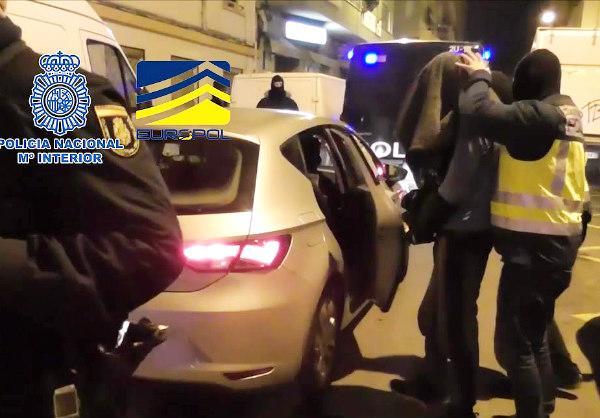 """La Policía Nacional detiene en Reus a un """"cibersoldado"""" de DAESH"""