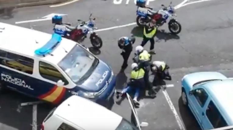 Persecución en Tenerife tras intentar atropellar a varios policías en un control
