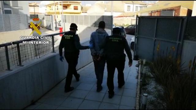 La Guardia Civil detiene a un hombre que se saltaba el confinamiento para cometer delitos