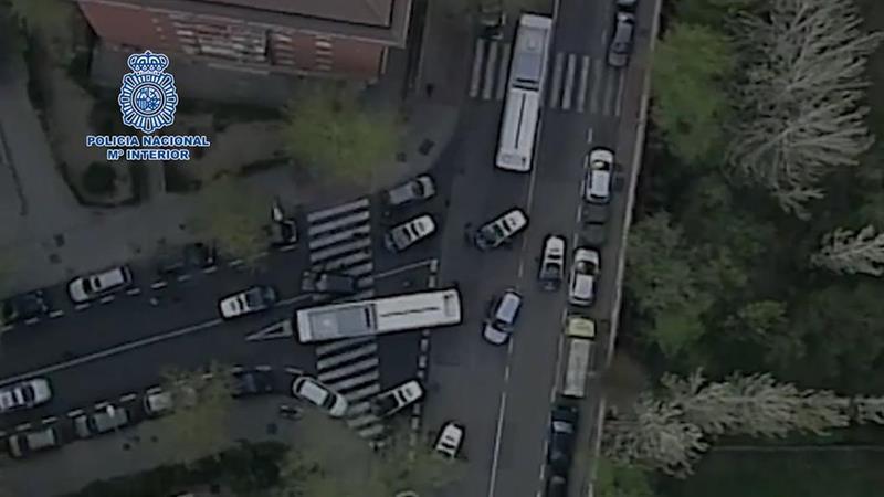 Persecución de película al huir en un vehículo sustraído tras robar en un restaurante de Madrid