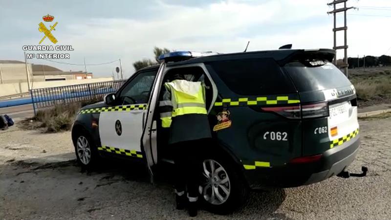 La Guardia Civil auxilia en Zaragoza a una persona tendida en una carretera con síntomas de coronavirus