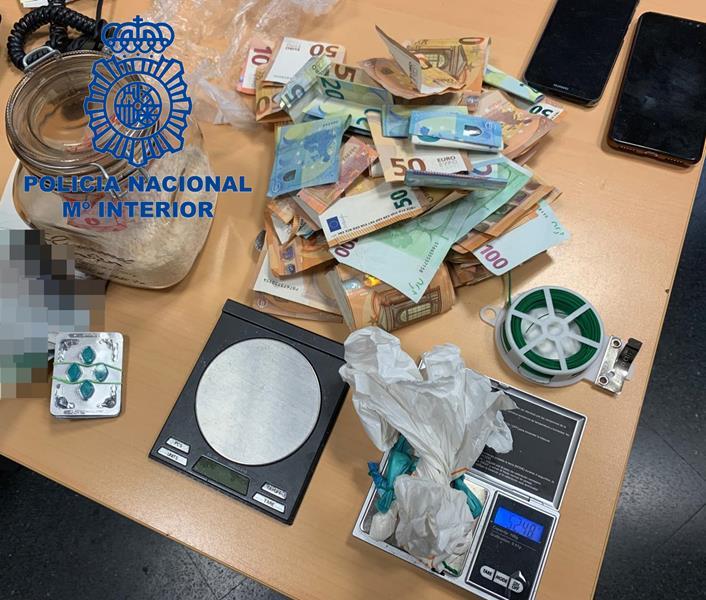 Detenido un repartidor con cinco gramos de cocaína ocultas en una gorra y en las zapatillas