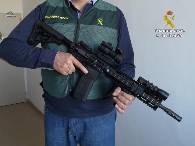 Detenidas 5 personas que adquirían armas de última generación con documentos falsificados de las Fuerzas Armadas