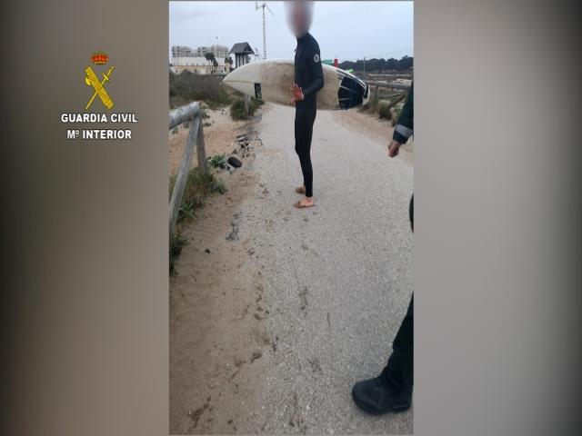 Pillada una persona practicando surf en pleno estado de alarma