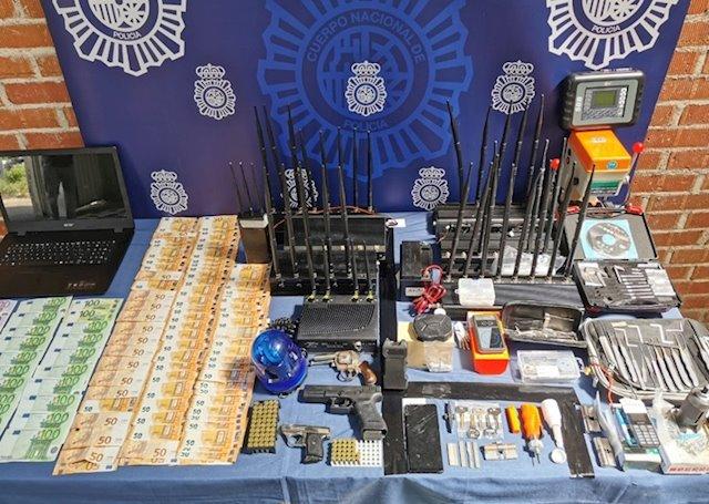 La Policía Nacional detiene a siete butroneros especializados en el sabotaje de alarmas