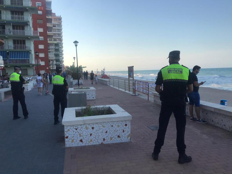 La Policía Local de Sueca (Valencia) salva la vida a un hombre de 55 años que estaba inconsciente
