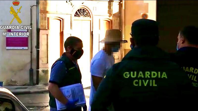 Tres detenidos por homicidio imprudente al inhalar vapores de veneno de sapo en Enguera (Valencia)