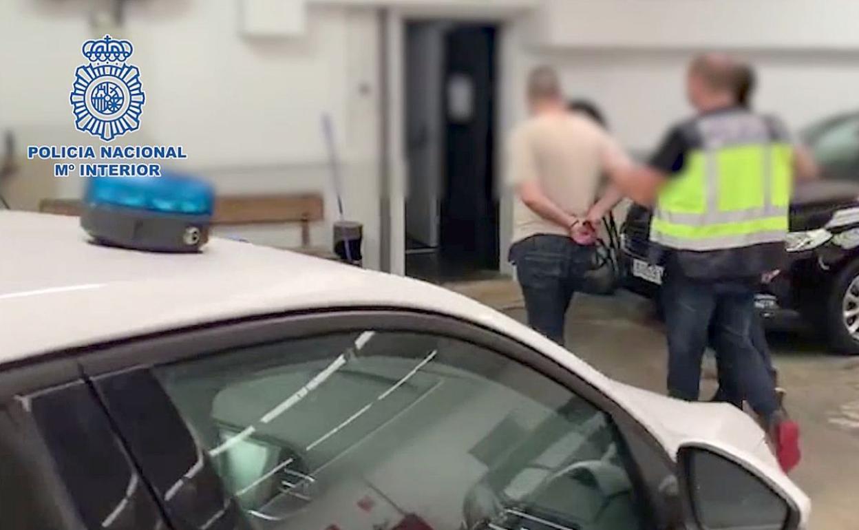 Detienen a dos individuos responsables de un atraco con arma de fuego en una sucursal bancaria de León