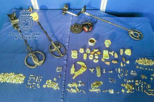La Policía Nacional recupera en Cádiz  piezas arqueológicas de origen tartésico fenicio procedentes de expolio