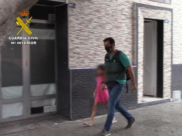 Detenido un hombre acompañado por su hija en Melilla cuya desaparición fue denunciada por su madre