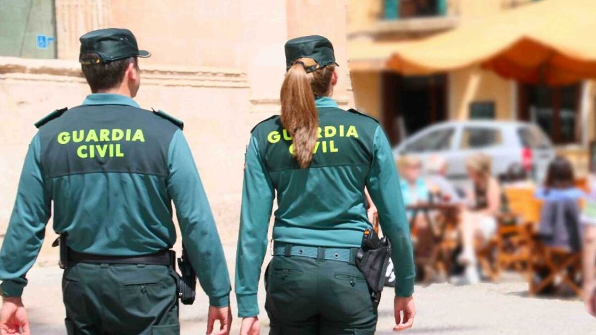 Un guardia civil de paisano cuando dejaba a su hijo en el colegio localiza y detiene a un ladrón