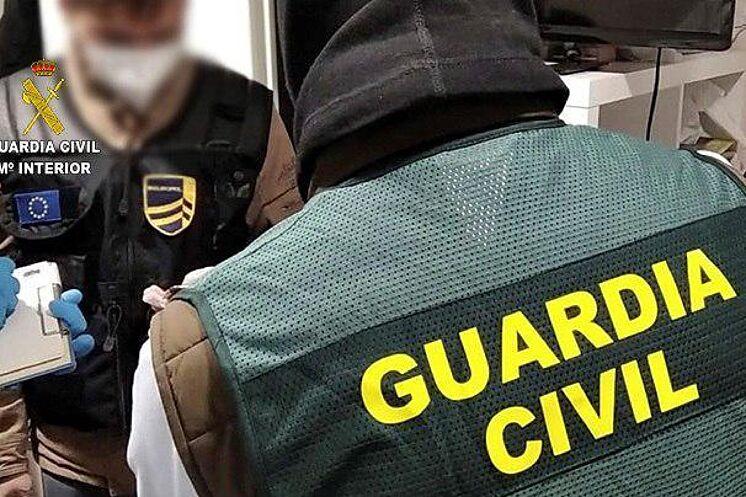 La Guardia Civil detiene a tres personas como responsables de un depósito de explosivos de ETA