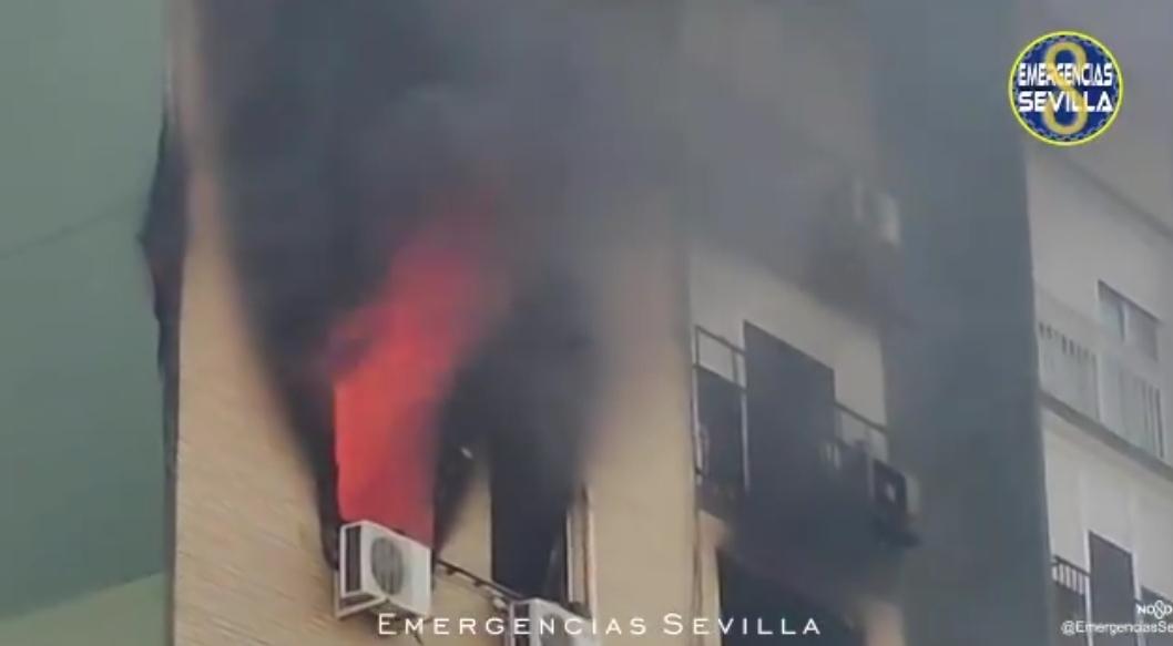 VÍDEO: Espectacular incendio en la quinta planta de un edificio de Dos Hermanas (Sevilla)