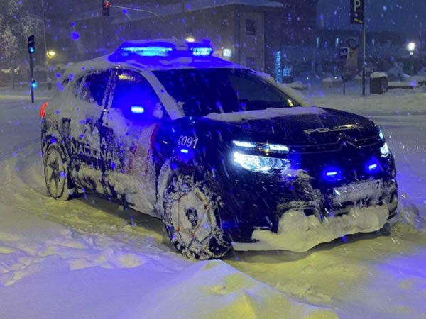 Recopilación de imágenes policiales teñidas de blanco tras la borrasca Filomena