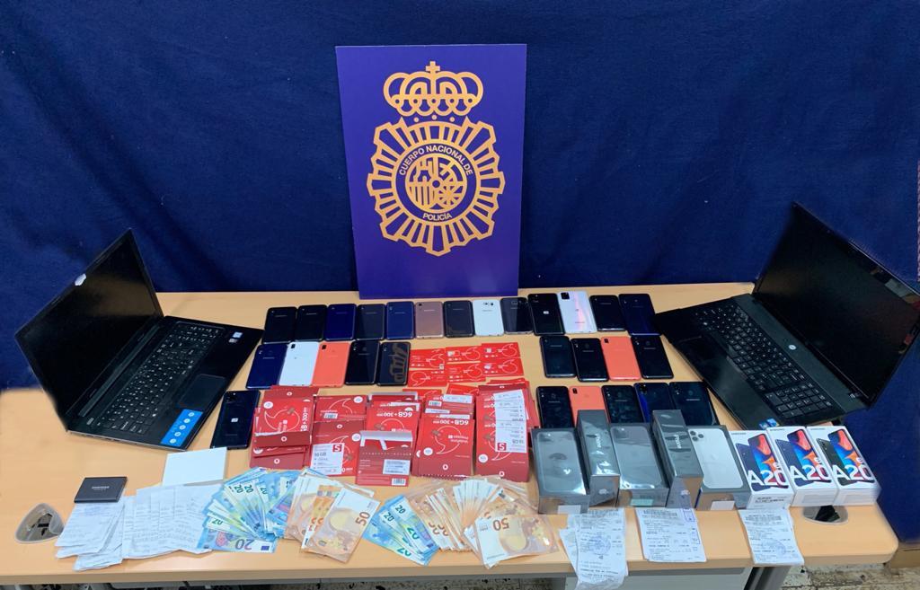 Detenido un joven de 25 años que obtuvo datos de más de 4.000 tarjetas bancarias usando el método smishing