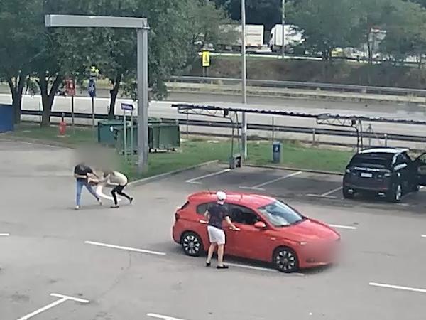 Asalta a una mujer en un área de servicio y le roba un bolso que contenía joyas por valor de 400.000€