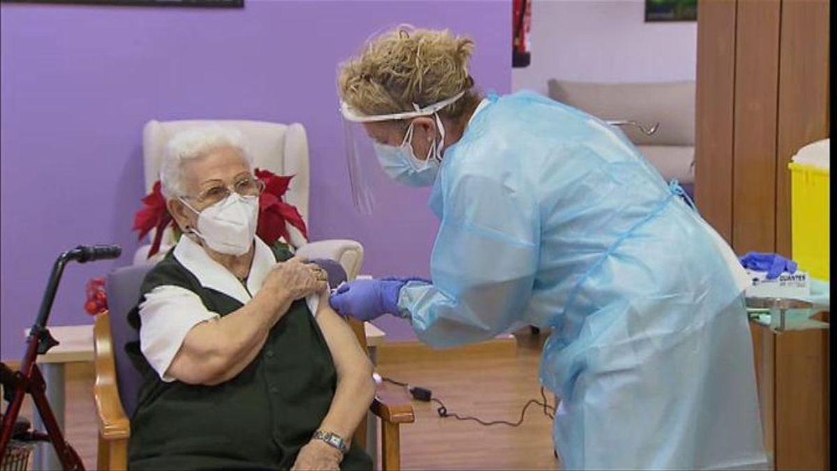 ¿Cuánto tarda en hacer efecto la vacuna del nuevo coronavirus?