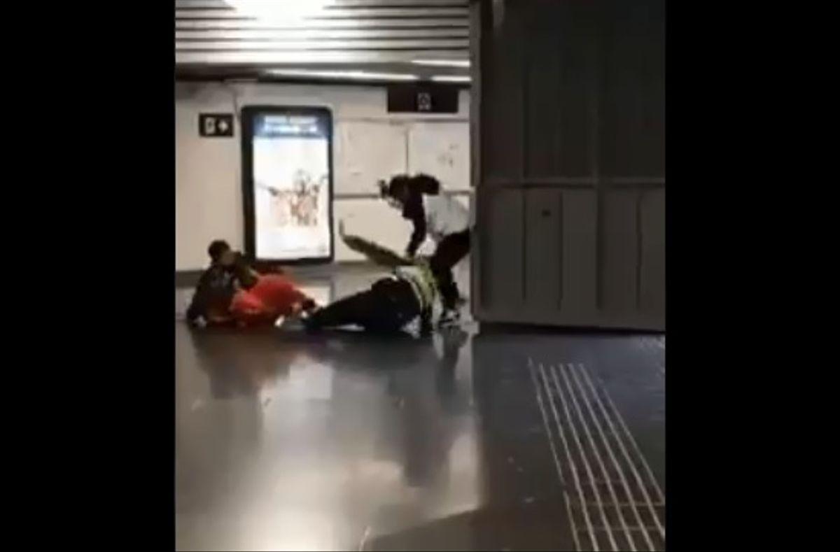 Agreden a un vigilante de seguridad en la estación de la Segrera (Barcelona)
