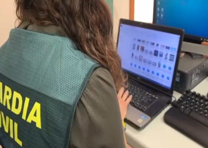 Detenido en Huelva con más de 2.000 fotos sexuales de niñas contactadas por una red social