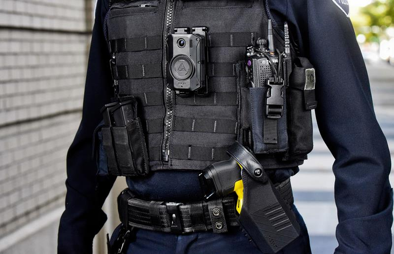 30 patrullas de la Ertzaintza incorporarán las primeras cámaras personales con 12 horas de grabación