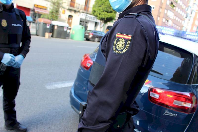 Amenaza de muerte a un policía nacional tras indicarle que se pusiera la mascarilla y acaba detenido