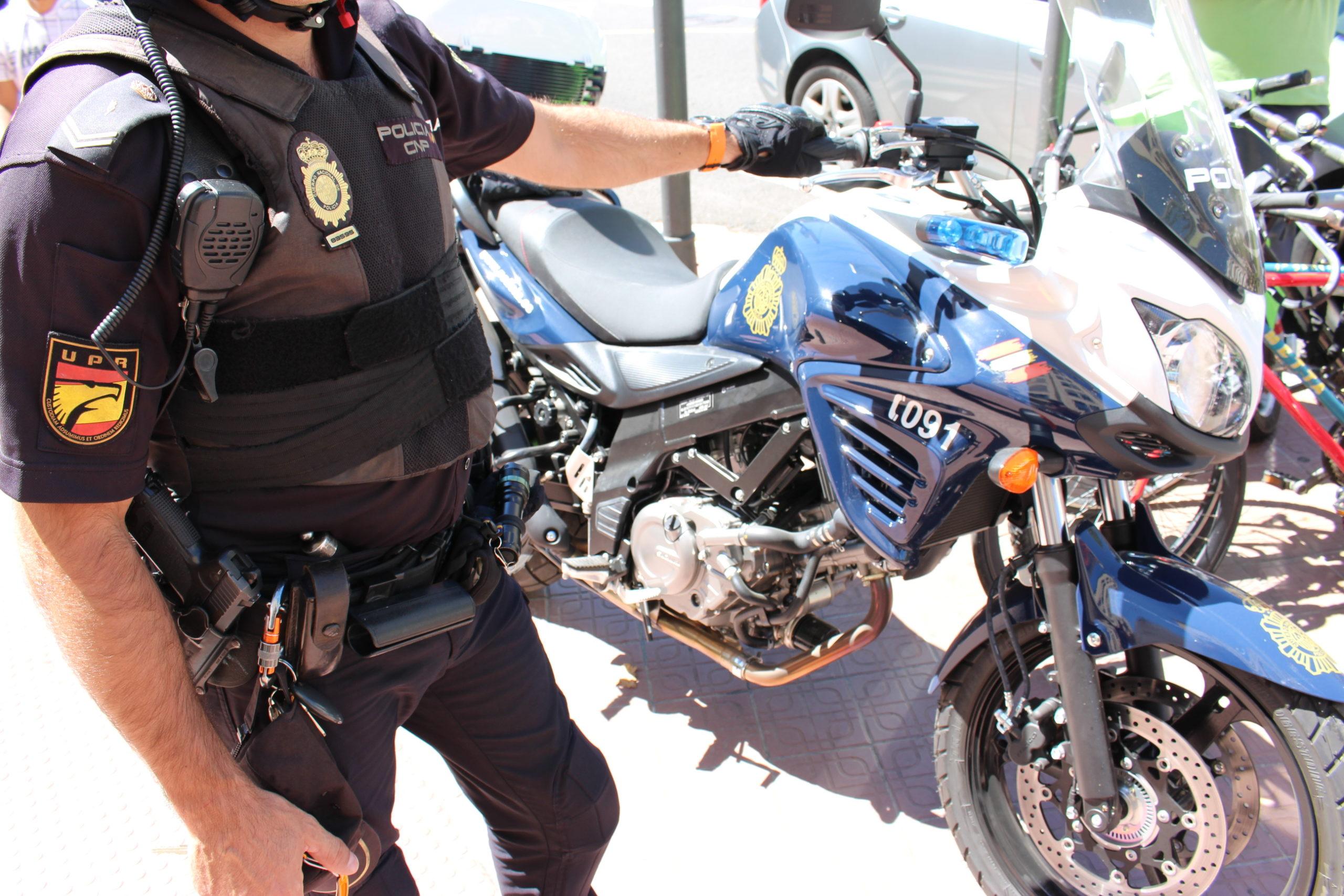 Detenida una mujer por propinar patadas y amenazar de muerte a dos policías en Valencia