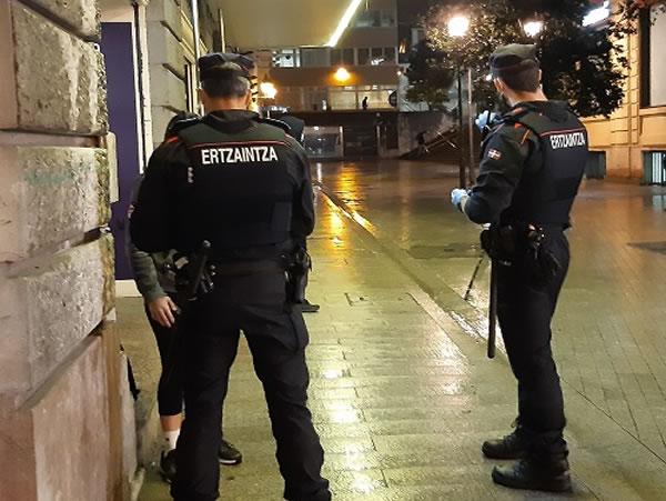 Detenido gracias a un rastro de sangre tras intentar robar en una tienda de Donostia-San Sebastián