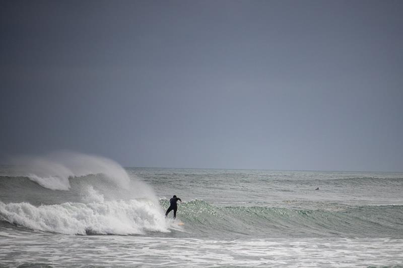 Rescatado del agua un surfista que se estaba ahogando en La Manga (Cartagena)