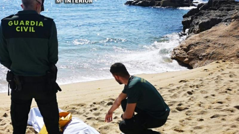 Rescatado sin vida el cuerpo de un pescador que cayó al mar en una playa de Sanxenxo