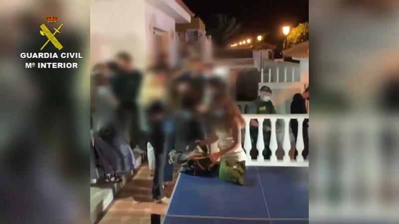 84 personas denunciadas en una fiesta ilegal en Corralejo (Fuerteventura)