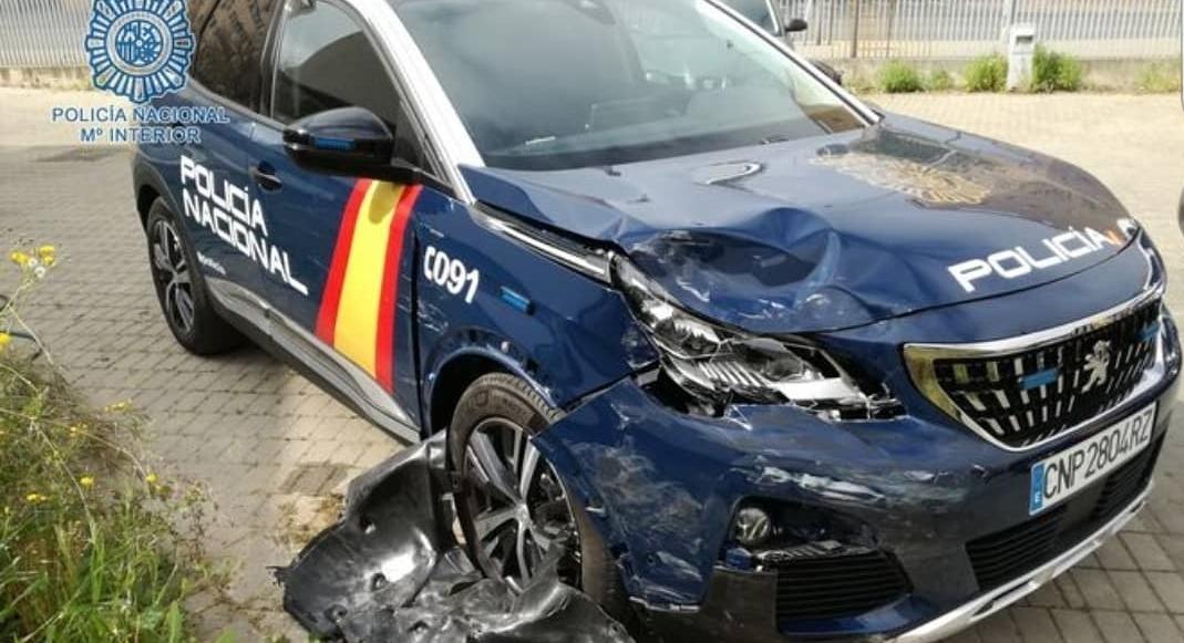 Así ha quedado un coche de la Policía Nacional tras una persecución en Sevilla