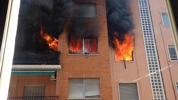 Los bomberos alertan del peligro de dejar las puertas abiertas tras un incendio en Huelva