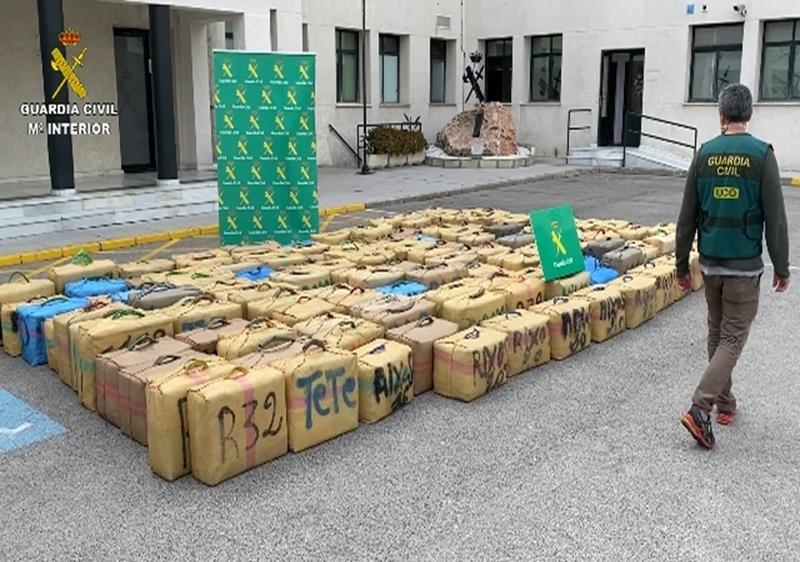 La Guardia Civil interviene cerca de 5 toneladas de hachís