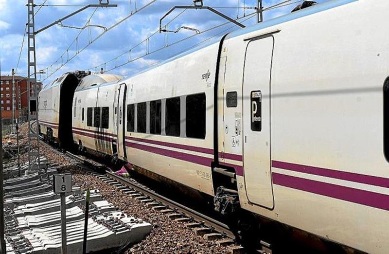 Accidente entre un tren de pasajeros y un tractor en La Rioja