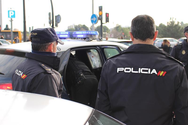 Un hombre de origen marroquí detenido por escupir y amenazar de muerte a dos policías nacionales