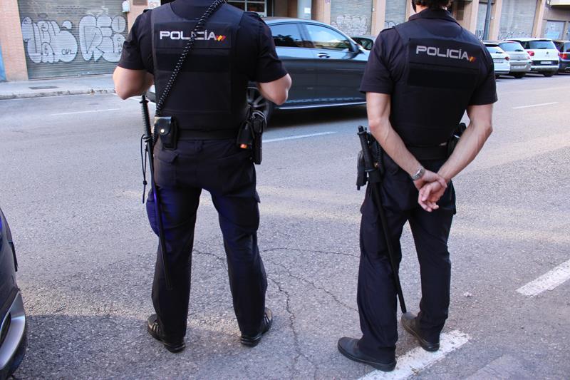 La Policía salva a un hombre de desangrarse y detiene a sus agresores momentos después